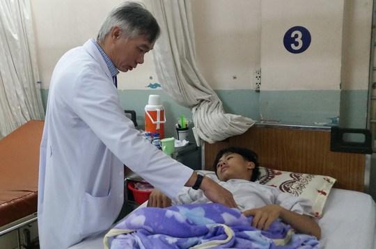 Bệnh nhi được theo dõi hậu phẫu trước khi xuất viện.