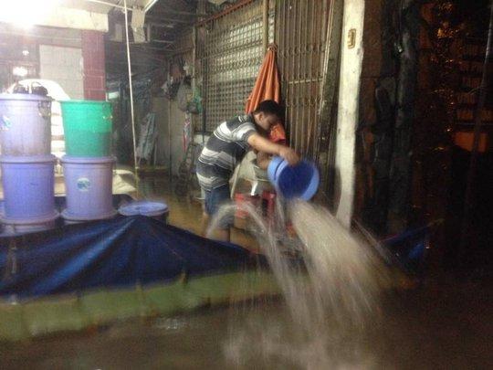 Cuộc chiến không cân sức giữa người và bà thủy ở phường Hiệp Bình Phước, quận Thủ Đức