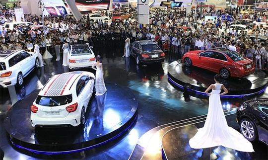 Lượng khách đến với các triển lãm ô tô ngày một đông cho thấy người Việt đang thèm khát sở hữu ô tô