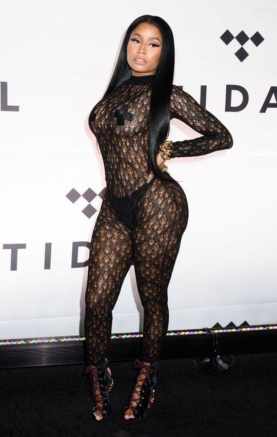 Nổi tiếng tài năng nhưng Nicki cũng khiến cho công chúng choáng váng bởi cách ăn mặc quá táo bạo của mình