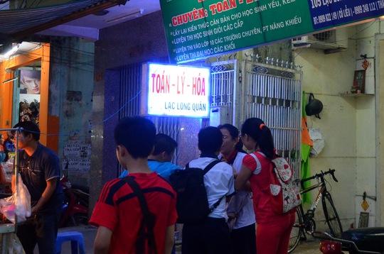 Học sinh học thêm tại một trung tâm tại TP HCM Ảnh: Tấn Thạnh