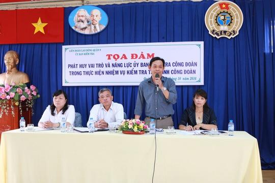 Ông Nguyễn Ngọc Nhân, Phó Chủ nhiệm Ủy ban Kiểm tra LĐLĐ TP HCM, phát biểu tại buổi tọa đàm