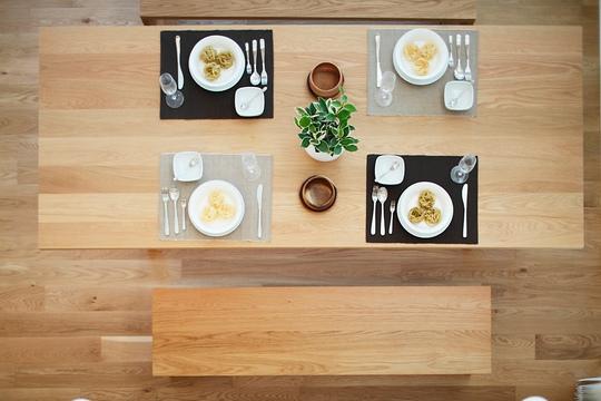 Kiểu dáng bàn đơn giản