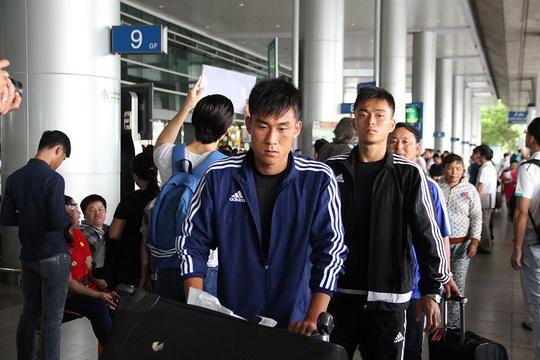 Các tuyển thủ CHDCND Triều Tiên lạnh lùng rời khỏi sân bay