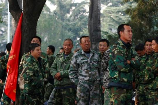 Các cựu binh tại cuộc biểu tình ở thủ đô Bắc Kinh hôm 11-10 Ảnh: Reuters