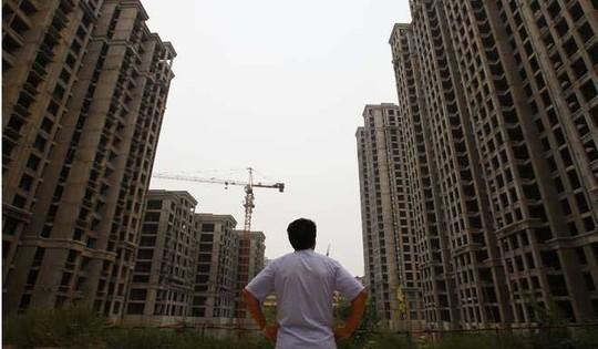 Lưu Dương chưa thể cưới vợ vì dự án chung cư hạng sang mà cha mẹ anh ta bỏ tiền đặt cọc đã ngưng thi công Ảnh: SCMP