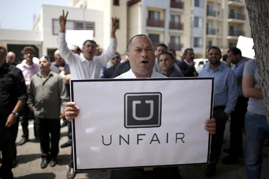 Dịch vụ Uber đang gặp khó ở nhiều nơi Ảnh: Reuters
