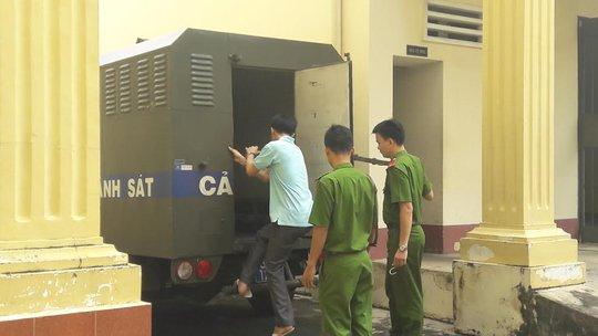 Bị cáo Tâm bị dẫn giải về trại giam