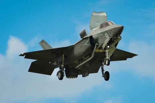 Một chiếc F-35 ra mắt cộng đồng quốc tế tại Triển lãm Hàng không Farnborough ở Anh hồi tháng 7 qua Ảnh: AP