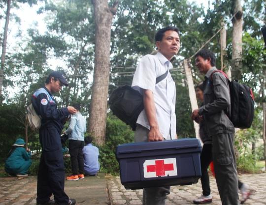 Nhân viên y tế cũng được huy động trong công tác tìm kiếm