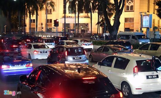 Xe hơi là phương tiện di chuyển chủ yếu của người Malaysia. Ảnh: Thạch Lam.
