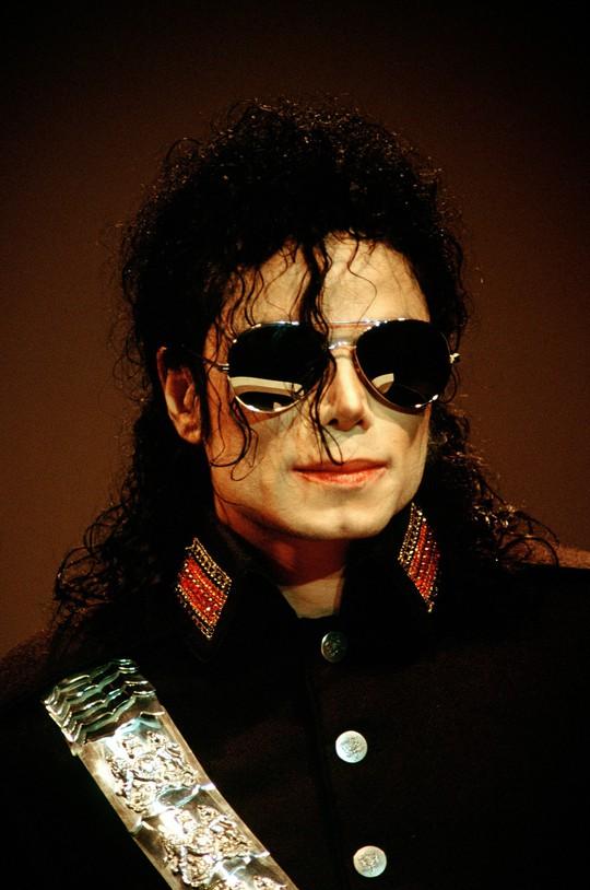 Michael Jackson vẫn kiếm tiền khủng dù đã qua đời - Ảnh 3.