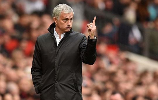 Mourinho: M.U sẽ chơi với 1 hậu vệ ở trận gặp Liverpool! - Ảnh 1.