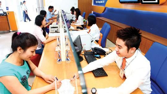 Nhiều ngân hàng xin nới room tín dụng - Ảnh 1.