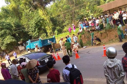 Thanh niên 18 tuổi tử vong sau cú tông trực diện xe tải - Ảnh 1.