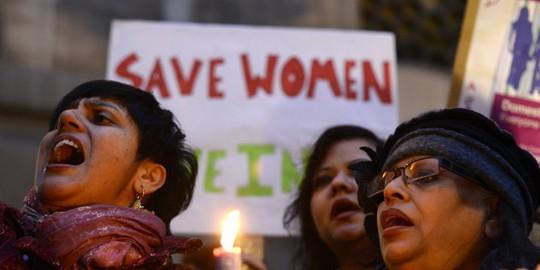 Biểu tình phản đối nạn cưỡng hiếp phụ nữ ở Ấn Độ. Ảnh: REUTERS