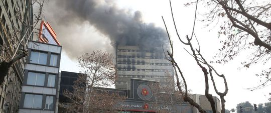Tòa nhà Plasco trước khi bị sập. Ảnh: AP