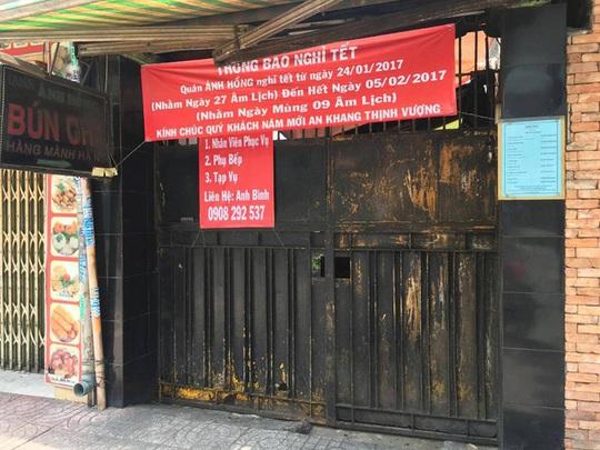 Ngày Tết, hầu hết các hàng quán đều đóng cửa.