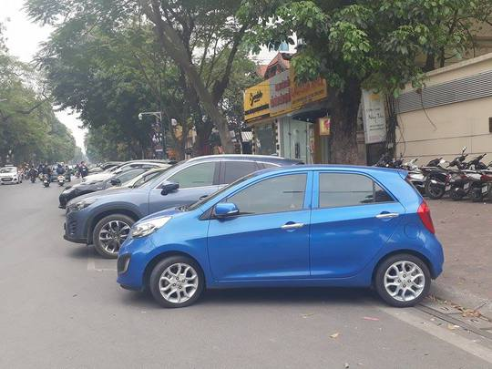 Một điểm trông giữ xe dưới lòng đường tại Hà Nội