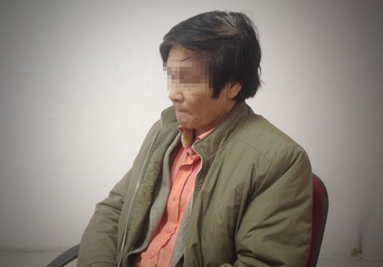Ông Vũ Trọng Tiến ra trình diện tại cơ quan công an - Ảnh: ANTĐ