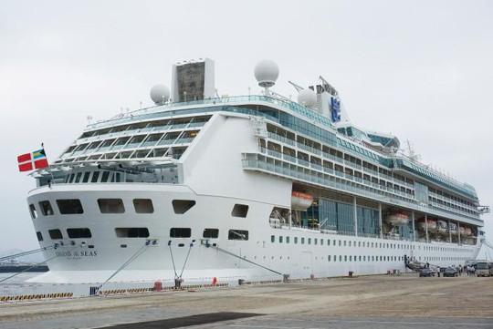 Tàu của Công ty Royal Caribbean đỗ tại cảng ở TP Đại Liên - Trung Quốc. Ảnh: REUTERS