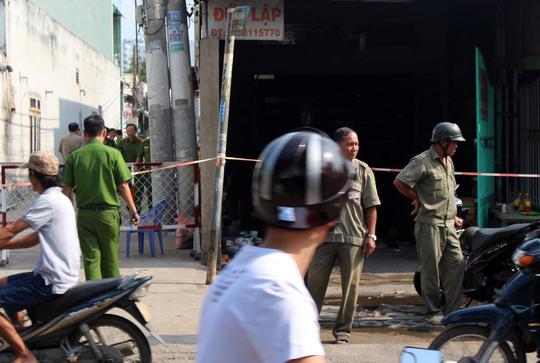 Lực lượng chức năng phong tỏa hiện trường để điều tra làm rõ vụ việc.