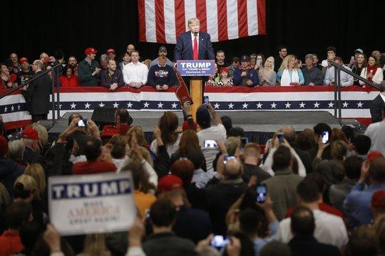 Ông Trump tại cuộc vận động tranh cử tại Bắc Charleston, bang Nam Carolina ngày 19-2-2016. Ảnh: AP