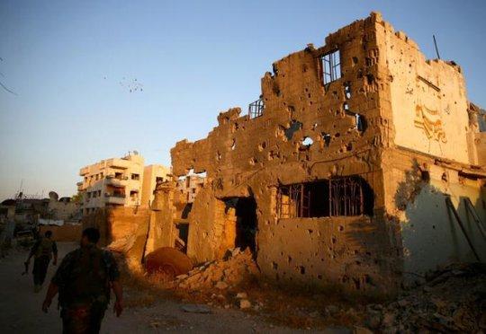 Các tay súng thuộc lực lượng FSA tại huyện Jobar tháng 9-2016. Ảnh: REUTERS