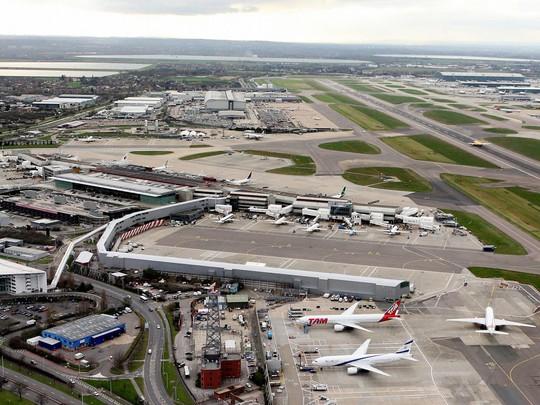 Sau Mỹ, tới lượt Vương quốc Anh cấm hành khách từ 6 quốc gia đem máy tính xách tay và máy tính bảng lên các chuyến bay đến nước này. Ảnh: PA