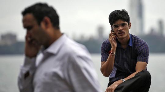 Đàn ông Ấn Độ gọi điện thoại ngẫu nhiên để tìm vợ. Ảnh minh họa: BUSINESS 2 COMMUNITY
