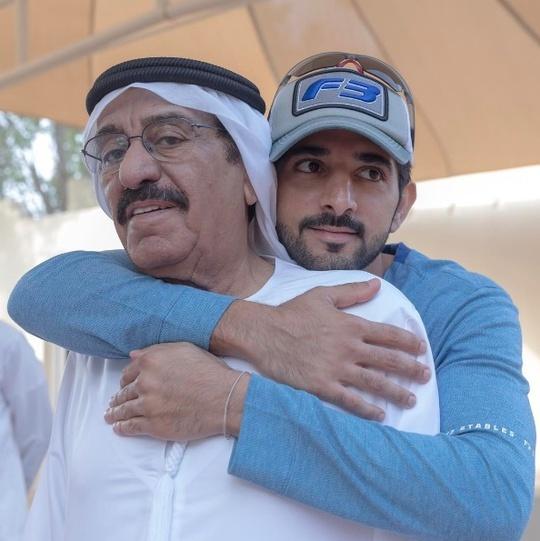 Hoàng tử Dubai - Hamdan bin Mohammed bin Rashid Al Maktoum là con trai thứ hai của Quốc vương - Sheikh Mohammed bin Rashid Al Maktoum. Quốc vương này là một trong những hoàng thân giàu nhất thế giới, với tài sản trị giá hơn 13 tỷ USD.