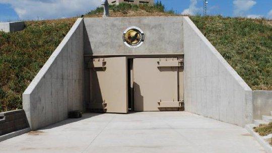 Hầm trú ẩn The Survival Condo ở bang Kansas - Mỹ có tường dày 2,7 m cùng 161 mái vòm bảo vệ.