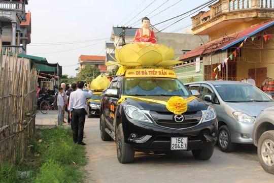 Đoàn xe đưa di hài bé Nhật Linh về quê nhà