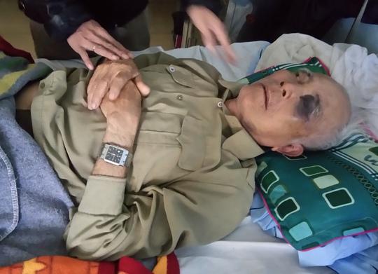 Ông Tưởng Xuân Đằng bị thương nặng ở vùng mắt và lưng do bị thầy giáo hành hung