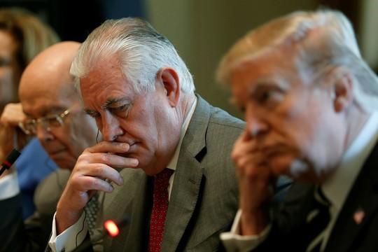 Ngoại trưởng Mỹ Rex Tillerson (giữa). Ảnh: REUTERS