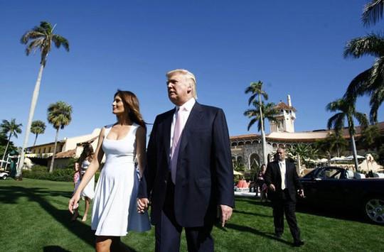 Tổng thống Donald Trump và phu nhân tại khu nghỉ dưỡng Mar-a-Lago. Ảnh: THE REAL DEAL
