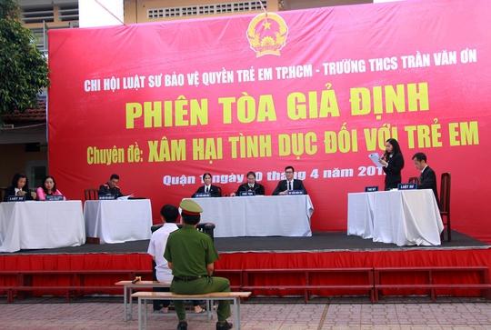 Phiên tòa giả định diễn ra tại Trường THCS Trần Văn Ơn về án Dâm ô với trẻ em.