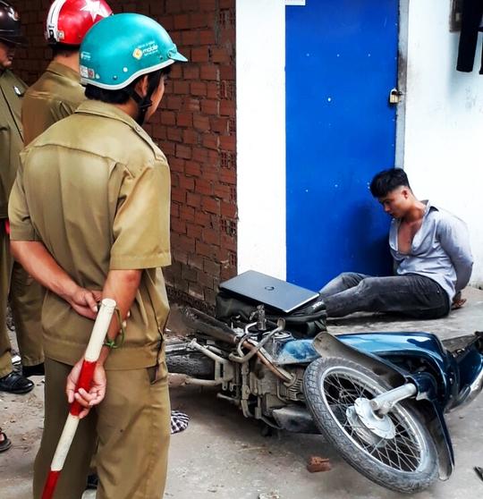 Đối tượng Bùi Thành Trung bị bắt giữ khi lẻn vào nhà trọ sinh viên ăn trộm.
