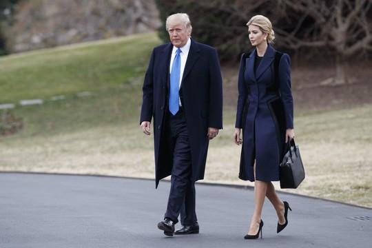 Tổng thống Trump và ái nữ Ivanka. Ảnh: AP