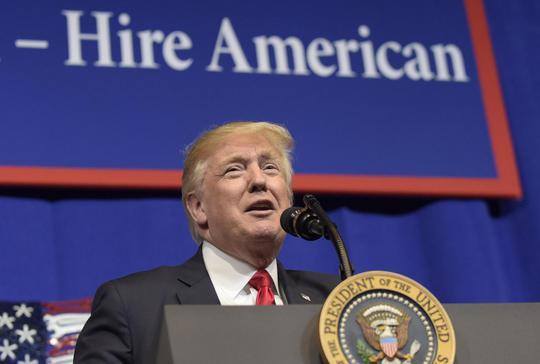 Ông Trump muốn Mexico phải trả tiền xây tường biên giới. Ảnh: AP
