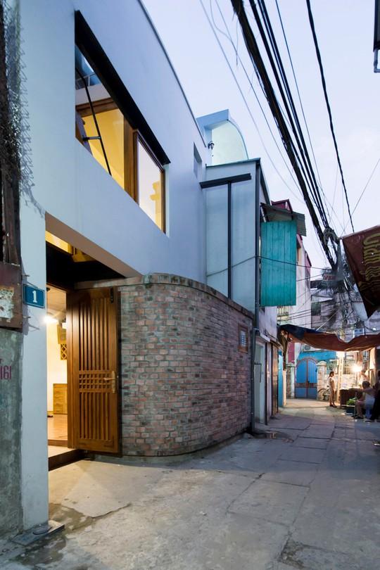 Căn nhà nằm trong một ngõ nhỏ trên đường Cổ Nhuế, Hà Nội với diện tích nền 45,6 m2