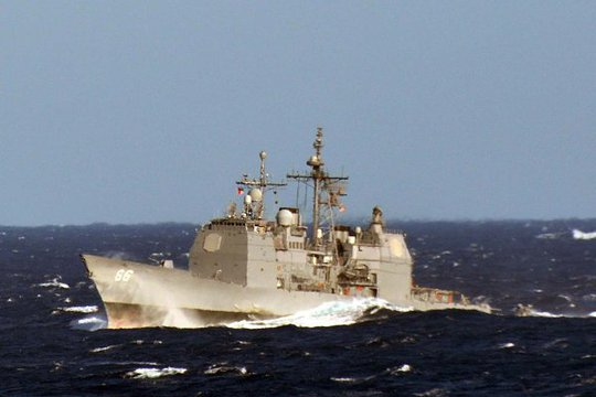 Tuần dương hạm USS Hue City (CG 66) đi qua biển Địa Trung Hải. Ảnh: U.S. NAVY