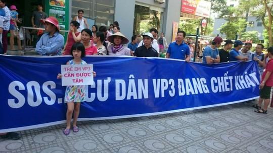 Nắng nóng kỷ lục, hàng trăm hộ dân chung cư Linh Đàm bị cúp nước - Ảnh 1.