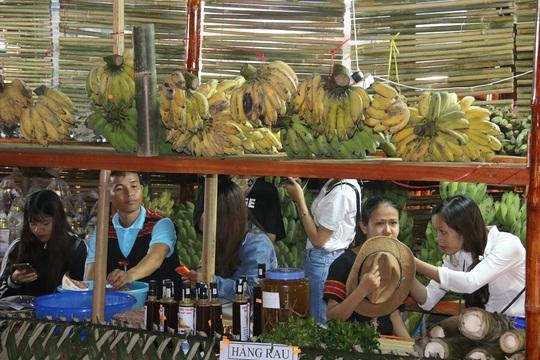 Bán được củ sâm giá 120 triệu đồng tại lễ hội sâm Ngọc Linh - Ảnh 17.