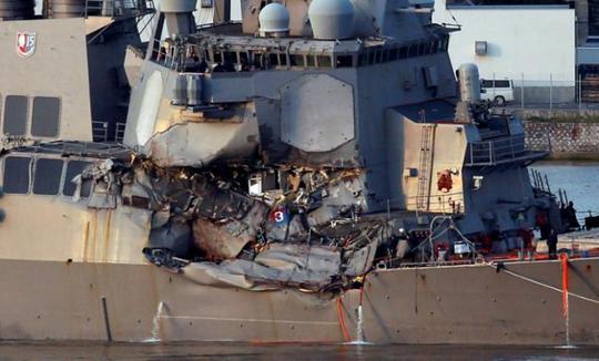 Tàu chiến Mỹ không né tránh dù được tàu hàng cảnh báo? - Ảnh 1.