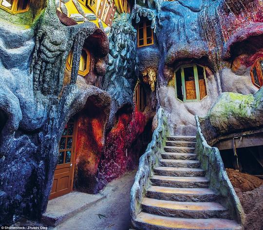 Ngôi nhà quái dị ở Đà Lạt lọt top địa điểm kỳ bí nhất thế giới - Ảnh 1.