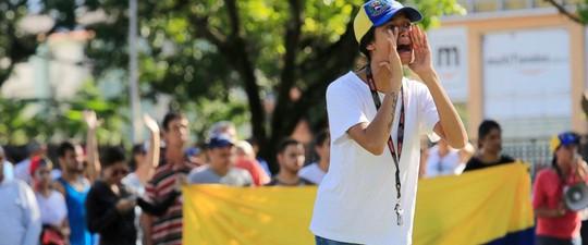 Venezuela chặn cuộc nổi dậy ở căn cứ quân sự - Ảnh 1.