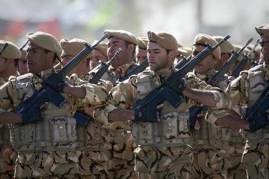 Binh sĩ Iran thảm sát đồng đội, 12 người thương vong - Ảnh 1.