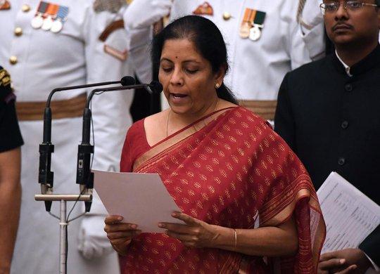Ấn Độ bổ nhiệm nữ bộ trưởng quốc phòng - Ảnh 1.