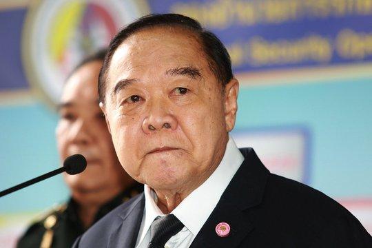 """Thái Lan: """"Xe chở bà Yingluck"""" hướng về phía Campuchia - Ảnh 1."""